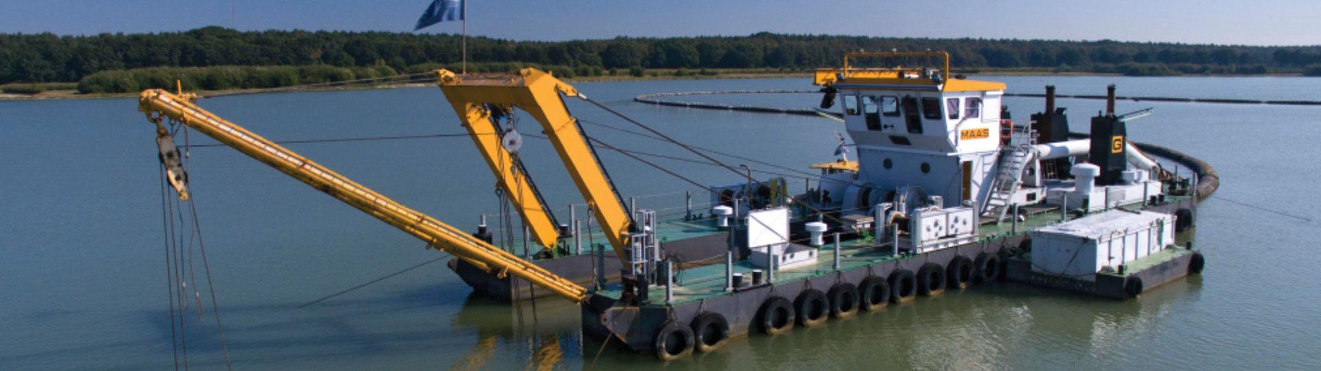 Smals Dredging baggermaterieel cutterzuigers en diepwinzuigers<br>voor grootschalig baggeren, in bijvoorbeeld een haven, rivier, kanaal.<br>Klik hier voor ons baggermaterieel te huur.