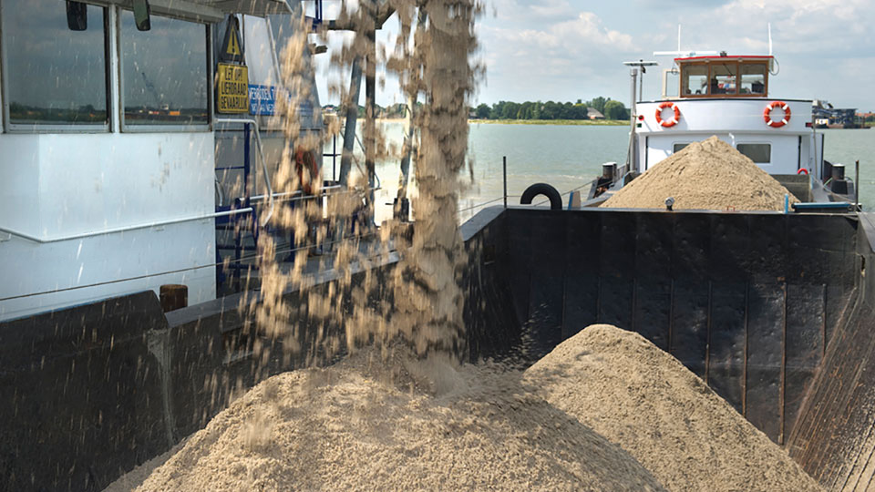 Production of high quality sand and gravel, serving the industry.