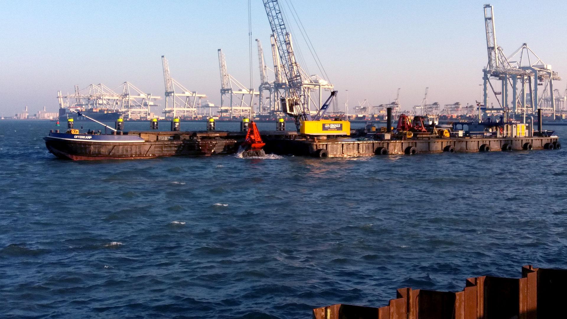 Oude talud vervangen door nieuwe kade,<br>Oost Rhenus, Europahaven Maasvlakte.