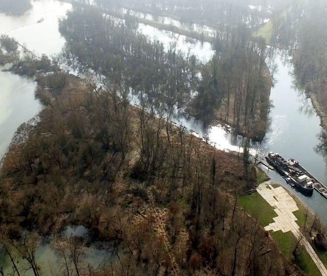 Leopoldshafen Deutschland<br />Hochwasserschutz.