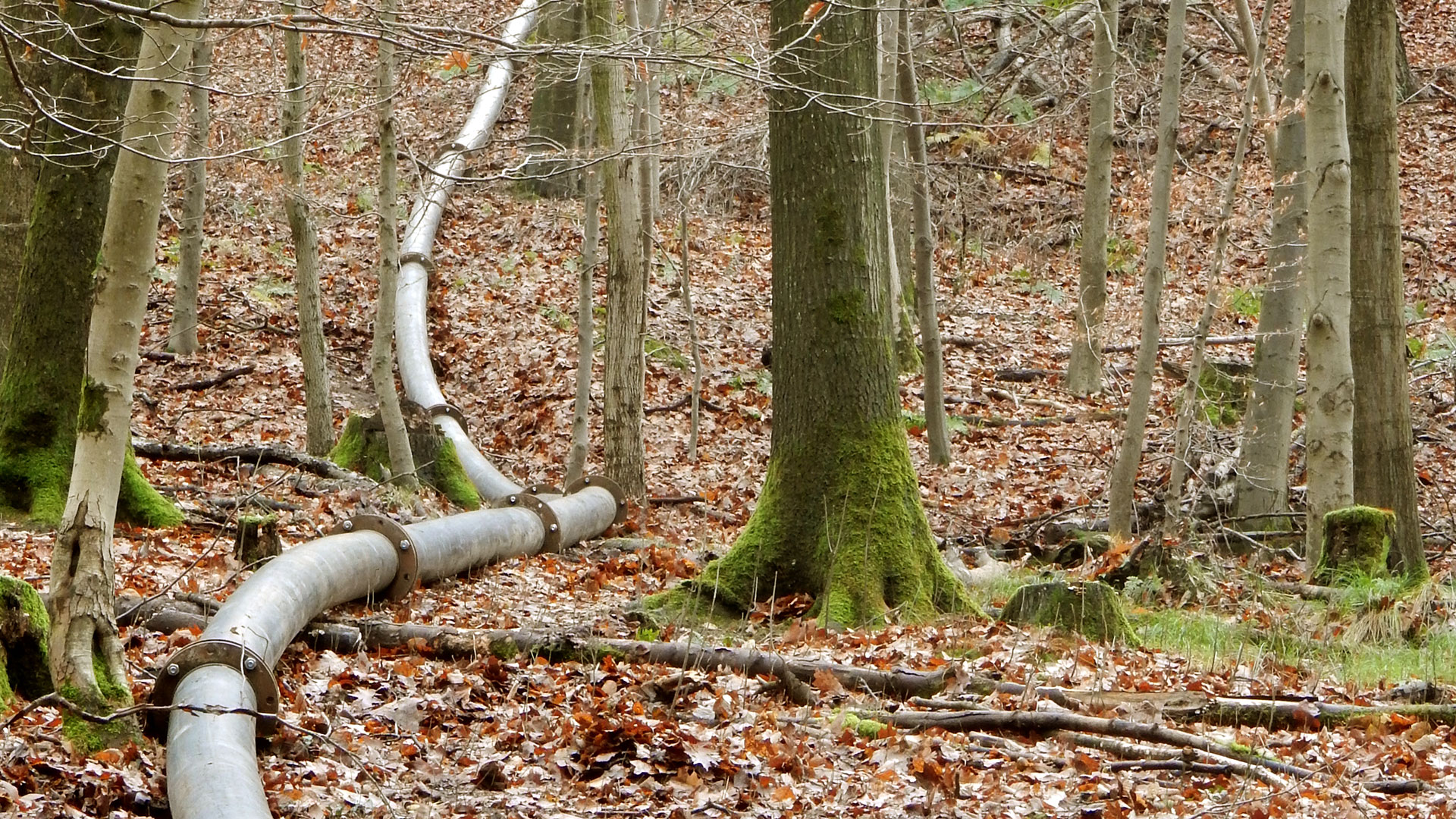 Over 3 km high-pressure pipelines.