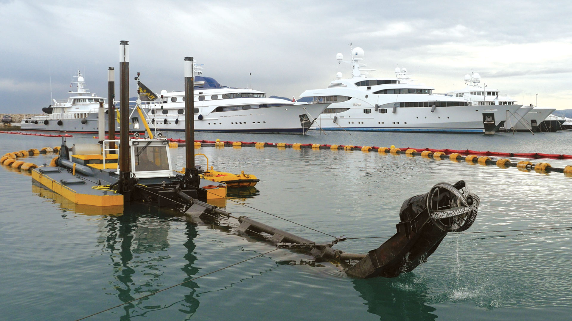 Cannes marina, <br> dredging/depth solution.